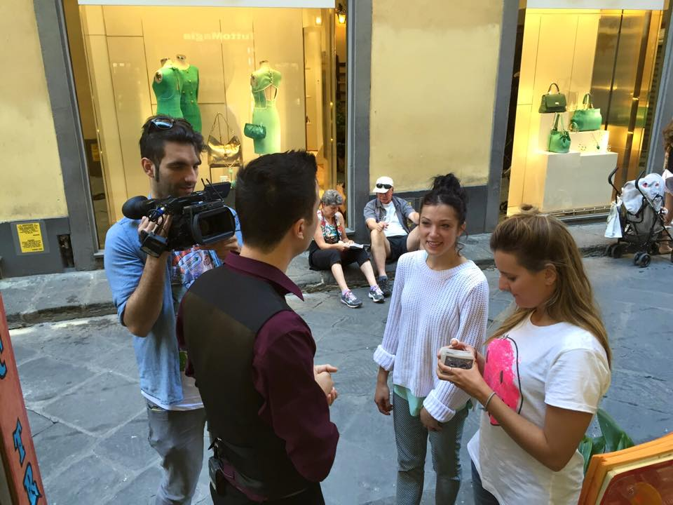 "Immagine tratta dal backstage di ""Street Magic"", programma di TVL del quale Francesco Micheloni è protagonista."